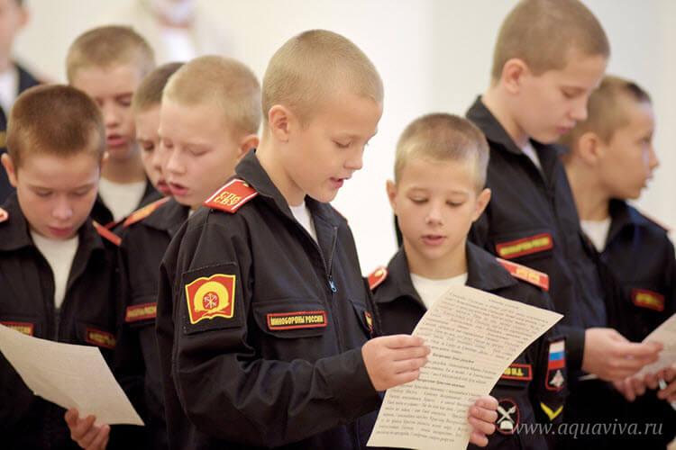 Суворовцы читают Символ веры